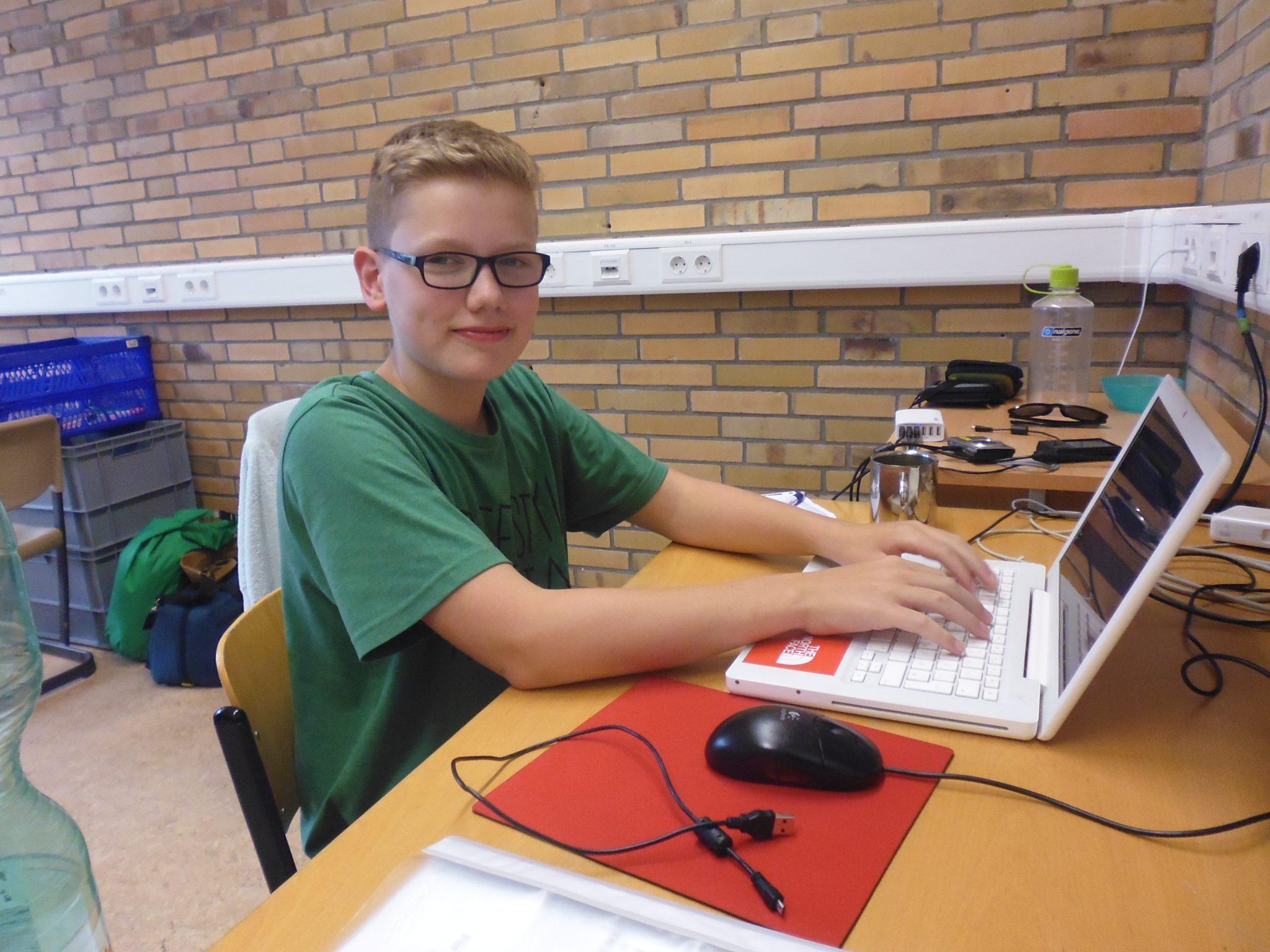 Redakteur Hartwig bei der Arbeit in der Redaktion